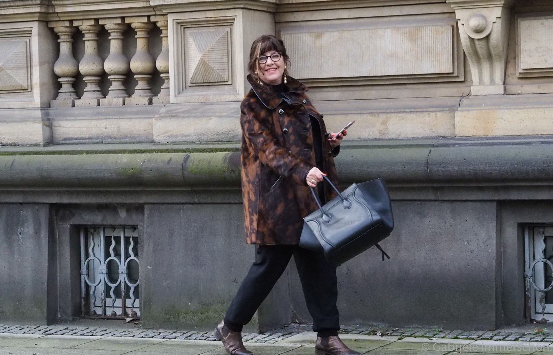 Ein Hut, ein Stock, ein Damenunterrock - Secondhand im Wandel der Nachhaltigkeit.